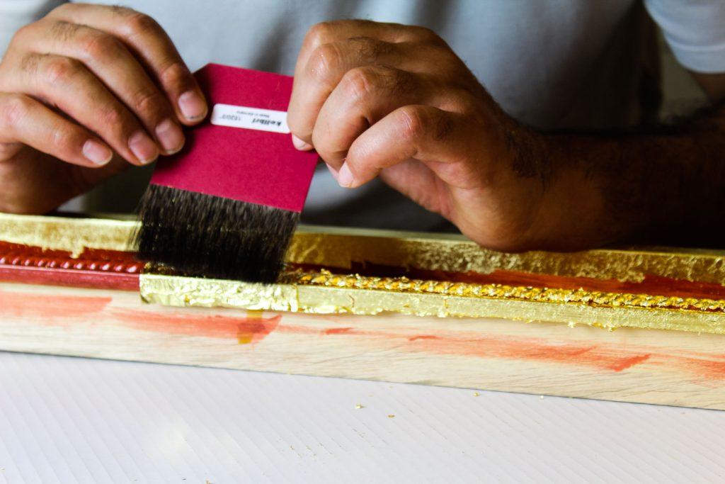 cornici artiginali in legno decorate in foglia d' oro