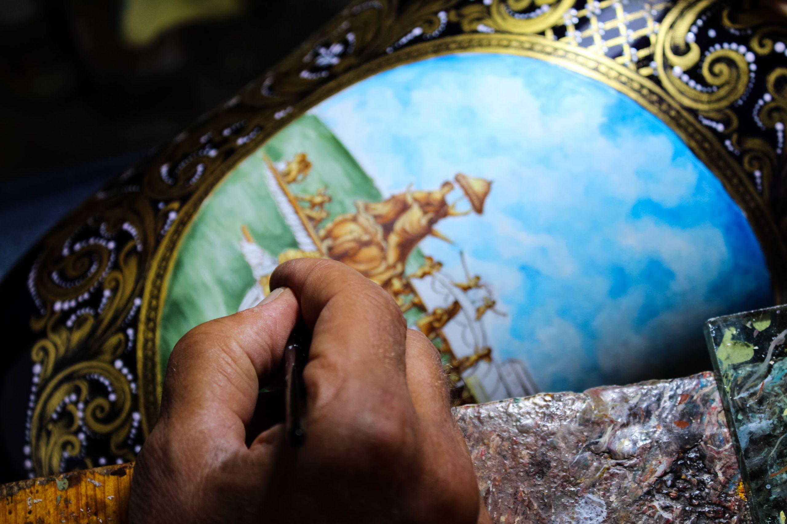 decoratore di oggetti in vetro di murano